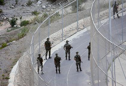 Soldados españoles en la frontera de Melilla