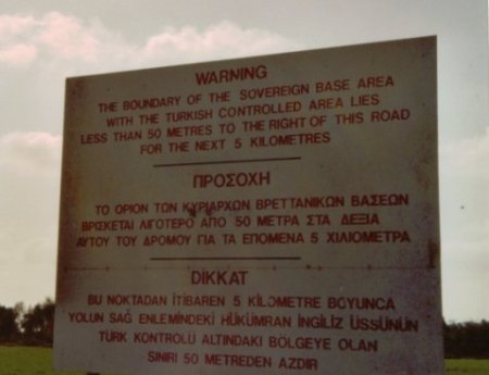 Señal de advertencia en la carretera de San Nicolás (C) Jesper Nielsen