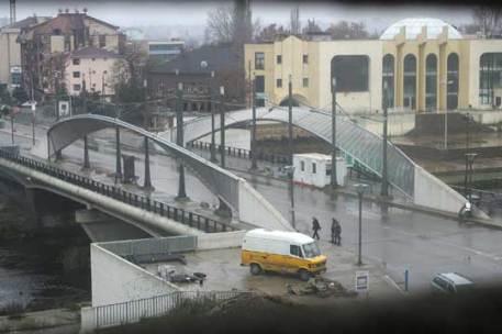 Puente sobre el r�o Ibar en Mitrovica (click para ampliar)