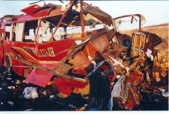 Autobús volado en Podujevo, Kosovo (click para ampliar)