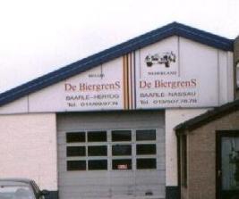 Edificio dividido de una compañ�a cervecera en Baarle (C) Jan Krogh. Click para ir a la página de la fuente