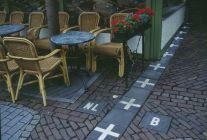 Frontera entre Holanda y Bélgica en una cafeter�a de Baarle (click para ampliar)