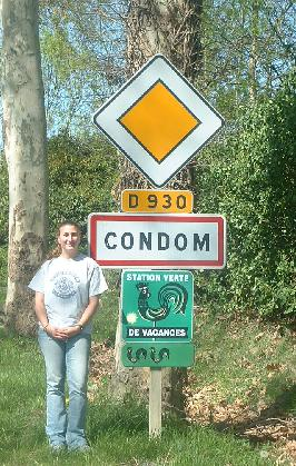 Cartel a la entrada de Condom, Francia