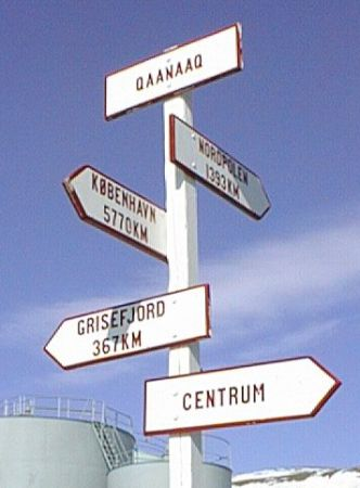 Letrero en Qanaaq (click para ampliar)