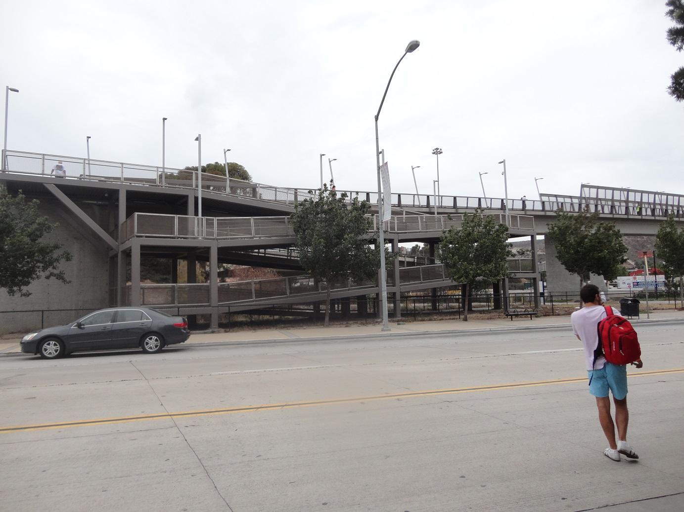 Fierros bajo el agua: Tijuana y el pinche muro