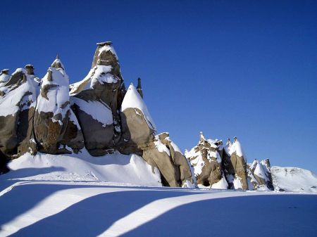 1200px-Hoodoos_on_Bylot_Island,_Nunavut
