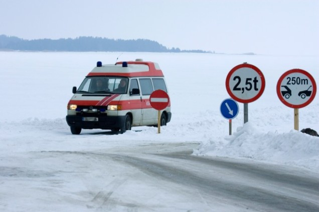 Estonia_Ice_road_2