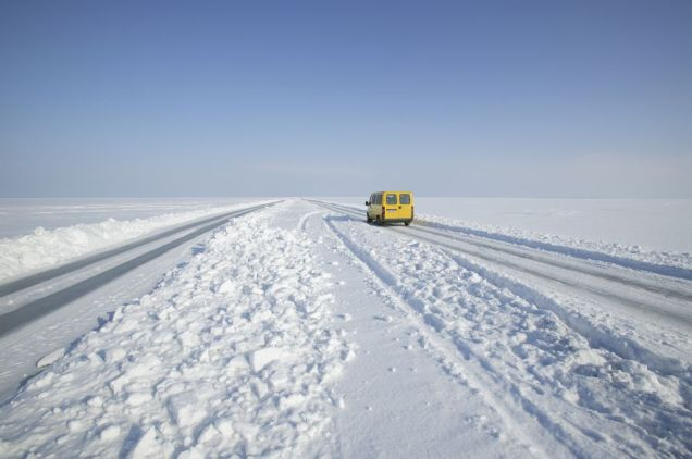 Estonia_Ice_road_3