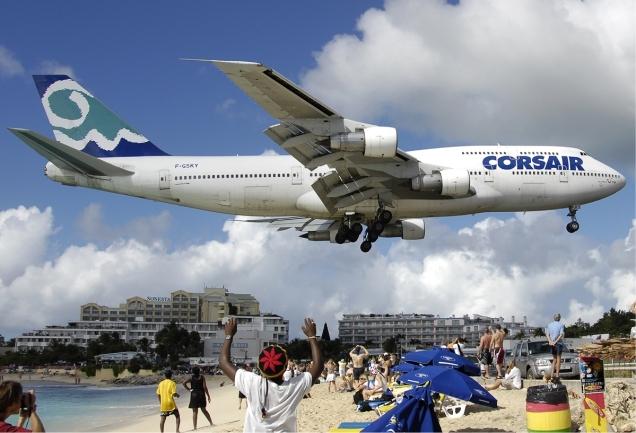 corsair_boeing_747-300_at_sxm_bidini