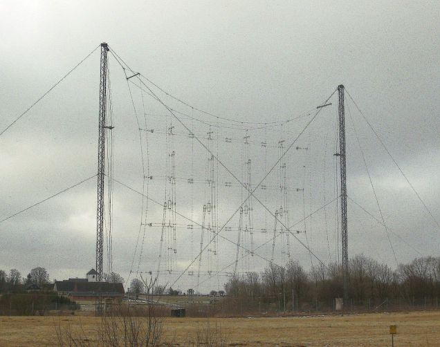 1280px-Curtain_antenna_at_Hoerby_shortwave_station